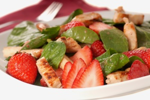 Strawberry-and-Grilled-Chicken-Salad
